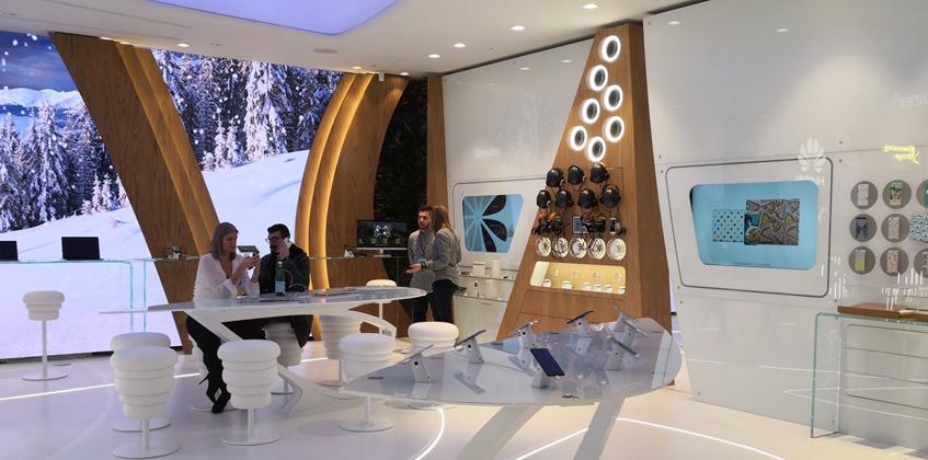 """Il nuovo """"Experience Store"""" di Huawei a Milano"""